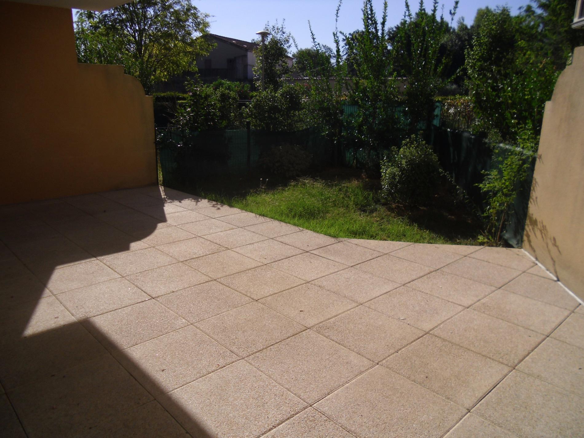 Location exclusivite brignoles beau t2 en rez de jardin for Location rez de jardin yvelines